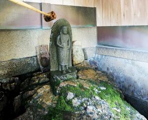 菅公腰掛石